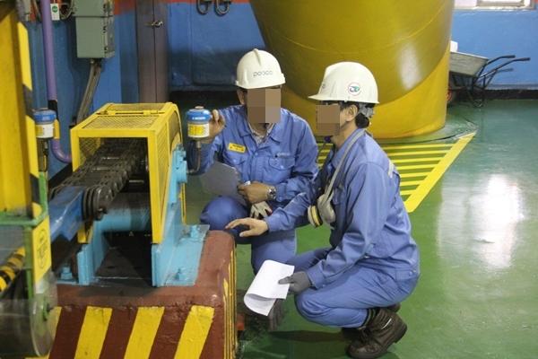 현장 설비를 점검 중인 포항제철소 직원들의 모습. 사진은 본문과 무관. ⓒ 뉴시스