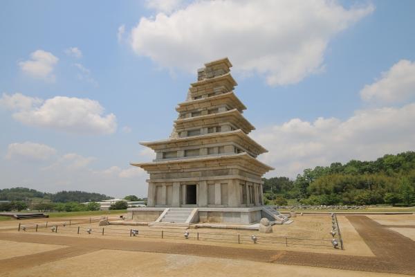 전라북도는 21일 문화체육관광부가 주최하고 한국관광공사가 주관한 '2020년 한국관광의 별'에 익산 미륵사지가 선정됐다고 밝혔다. ⓒ전라북도