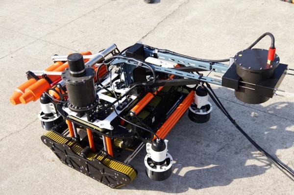 해저건축물 측벽과 선박하부 등 수중벽체 이동에 필요한 수중 진단로봇. ⓒ두배시스템